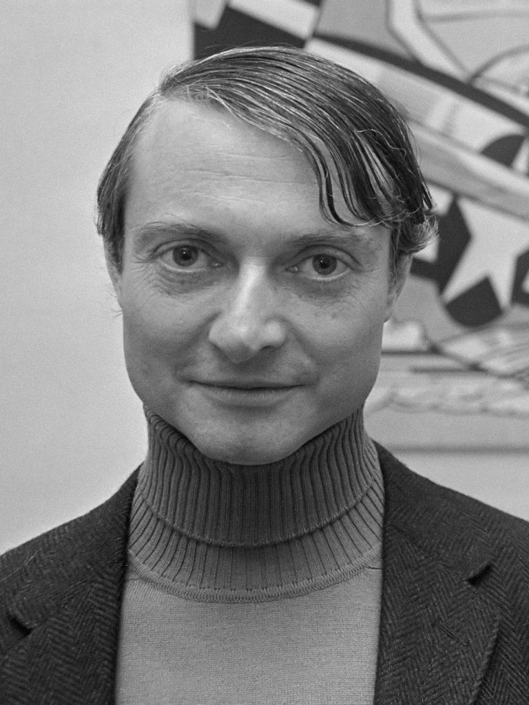Tentoonstelling Roy Lichtenstein in Stedelijk Museum . Hier voor een van zijn doeken *3 november 1967